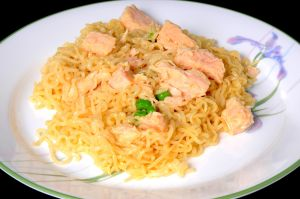 Broiled chicken breast with noodles and peas